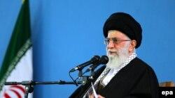 На снимке: аятолла Хаменеи