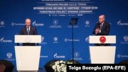 """Түркия президенті Режеп Ердоған және Ресей басшысы Владимир Путин (сол жақта) """"Түрік ағысы"""" жобасының ашылуы кезінде. Стамбул, 8 қаңтар 2020 жыл."""