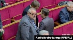 Колишній власник «Креативу» народний депутат Станіслав Березкін спілкуватися з журналістами на тему боргів його колишньої компанії відмовився