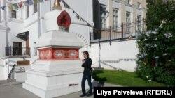 Буддистская ступа во дворе Музея Рериха в Москве