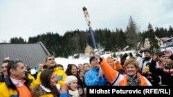 Олимпийская сборная Боснии и Герцеговины вместе с фигуристкой Сандой Дубравчич, которая на Играх 1984 года в Сараево зажгла огонь Олимпиады. Яхорина, 1 февраля 2014 года.