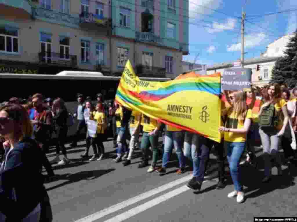 Колонна правозащитной организации Amnesty International.