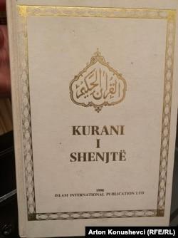 Kuran u prevodu Muslimanskog džamata Ahmedija, kako sami tvrde, jednak je bilo kojem drugom prevodu Kurana,