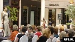 Конкурентным преимуществом модного союза будут меньшие цены по сравнению с мировыми брендами