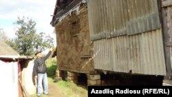 Palçıqlı ev dağılır