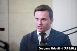 """Naim Leo Beširi smatra da je ključ kineskog uticaja taj što u Srbiji postoji, kako kaže, """"jedan anti EU deo političke elite koja je na vlasti i koja koristi Kinu za izgovor kako bi zemlju udaljio od EU""""."""
