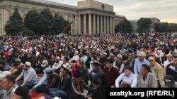 Бишкекте айт намазга келгендер.