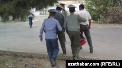Türkmen polisiýa işgärleri.
