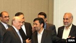 احمدی نژاد در ژنو با رئیس کنفدراسیون سوئیس دیدار کرد.