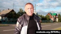 Мікалай Аўтуховіч на роднай вуліцы