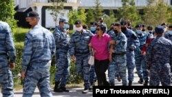 Задержания рядом с площадью Независимости в Нур-Султане. 6 июня 2020 года.