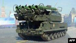 Самоходная установка системы противовоздушной обороны «Бук» на параде в Москве. 9 мая 2013 года.