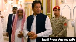 Pakistani Prime Minister Imran Khan visits the Prophet's Mosque in Medina, Saudi Arabia, on September 18.