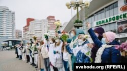 A group of women form a chain of solidarity in Minsk with anti-government protesters on November 9.