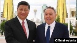 Қытай төрағасы Си Цзиньпин мен Қазақстан президенті Нұрсұлтан Назарбаевтың кездесуі. Астана, 8 маусым 2017 жыл. Сурет Ақорданың ресми сайтынан алынды.