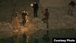 غارشناسان در اسرائیل (در غار آیالون)