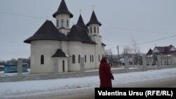 Vedere a bisericii de la Dondușeni