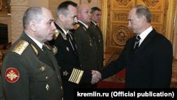 Генерал-полковник Микола Ткачов (крайній зліва) на прийнятті в Кремлі, фото архівне