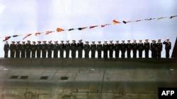 Экипаж подлодки «Курск» на праздновании Дня Военно-морского флота, 30 июля 2000 года.