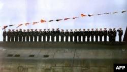 """Экипаж подлодки """"Курск"""" на праздновании Дня военно-морского флота, 30 июля 2000"""