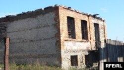 ომის შედეგად დანგრეული სახლი სოფელ ერგნეთში