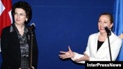 В споре с Россией Грузия активно пытается добиться расположения Европы. Спикер грузинского парламента Нино Бурджанадзе и комиссар ЕС по вопросам внешней политики Бенита Ферреро-Вальднер