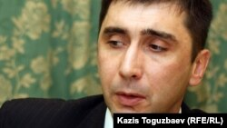 Гражданский активист Вадим Курамшин. Алматы, 7 ноября 2011 года.