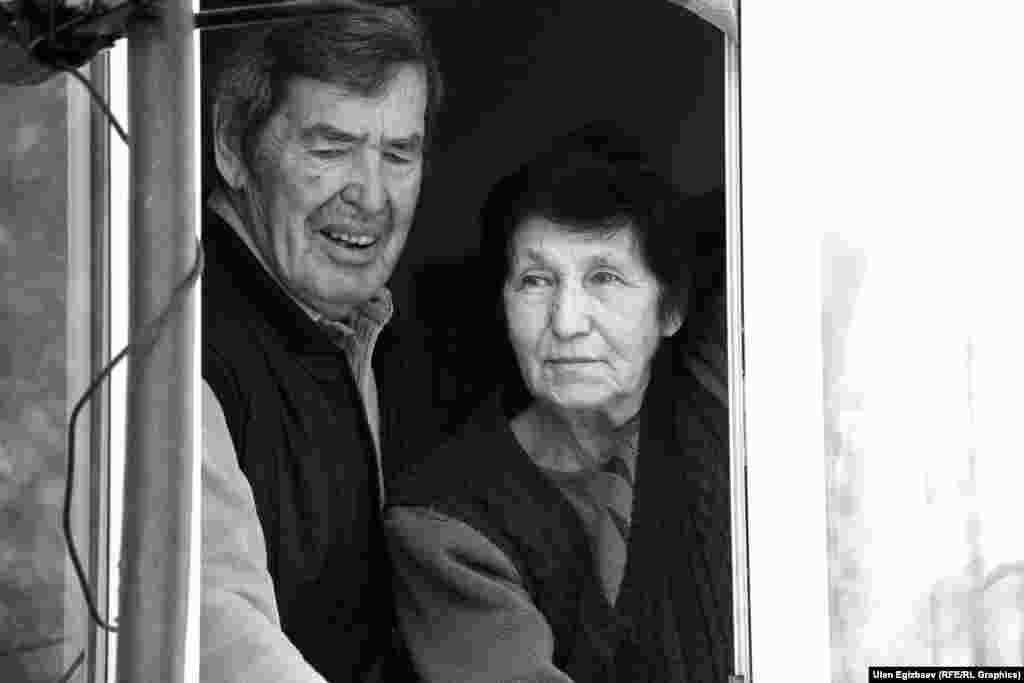 Александра и Ирину стариками не назовешь, но попали они сюда из-за ограниченных возможностей здоровья. Здесь они и встретились. Сын Александра уехал в Россию и больше не дает о себе знать.