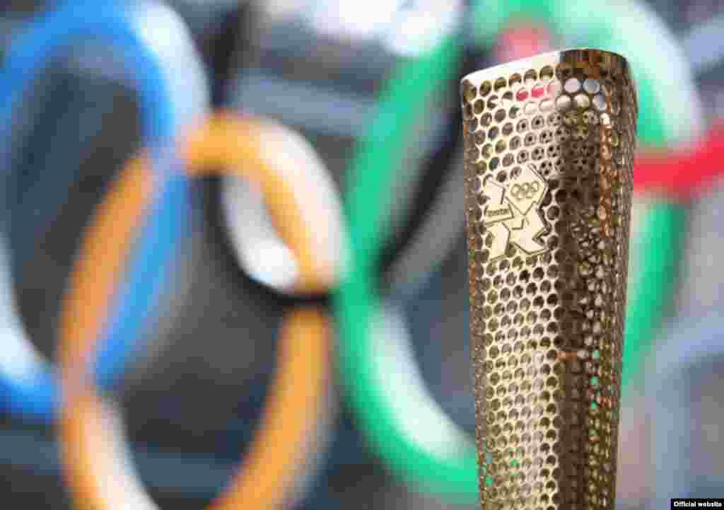 Дизайн олимпийского факела для Игр 2012 года в Лондоне был разработан в июне 2011 года.