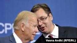 Nënpresidenti i SHBA-së, Joe Biden, dhe kryeministri i Serbisë, Aleksandar Vuçiq.