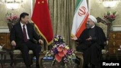 Переговори президента Ірану Хасана Роугані (праворуч) та голови КНР Сі Цзіньпіна