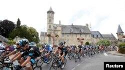 """Велогонщики на четвертом этапе """"Тур де Франс"""". 8 июля 2014 года."""