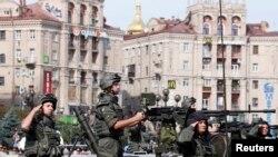 Pamje nga parada e sotme ushtarake në Kiev të Ukrainës