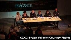 Tribina Peščanika u CZKD: Svetlana Lukić, Dubravka Stojanović, Srđa Popović, Vesna Pešić, vesna Rakić Vodinelić i Dejan Ilić