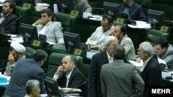 مجلس ایران روز سه شنبه نشست شلوغی را پشت سر گذاشت.(عکس: مهر)