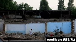 Uzbekistan - government of Tashkent city is demolishing houses in order to build a new road from Minor mosque to Hastimom mosque, 11 June 2014.