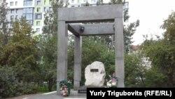 """""""Мемориал жертвам политических репрессий"""" в Нарымском сквере, Новосибирск."""