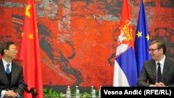 Yang Djiechi, directorul Comisiei Centrale pentru Afaceri Externe din cadrul Partidului Comunist chinez (stânga), s-a întâlnit cu președintele Vucic în octombrie 2020, la Belgrad.