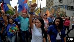 Оппозиция жақтастарының шеруі. Каракас, 11 мамыр 2016 жыл.