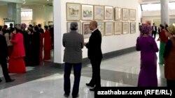 Культурное мероприятие с участием туркменских студентов (иллюстрация)