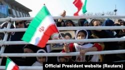 Іранська влада попереджала, що якщо учасники «ядерної угоди» протягом 60 днів не вирішать, як захистити нафтовий і банківський сектори Ірану від американських санкцій, Тегеран може відмовитися від ще кількох пунктів ядерної угоди
