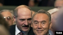 Belarusian President Alyaksandr Lukashenka (left) and Kazakh President Nursultan Nazarbaev will hold talks ahead of the summit.