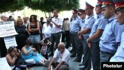 Կրպակատերերի բողոքի ցույցը Ազատության հրապարակում: 11-ը օգոստոսի, 2011թ.