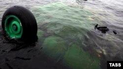 Одна из недавних катастроф вертолёта: 31 мая в Мурманской области Ми-8 упал в озеро, погибли 12 человек