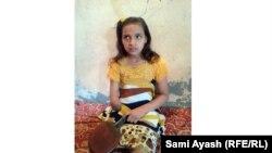 الطفلة نجلاء في منزلها في الكاطون، 15 آذار 2015