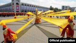 Празднование на площади Ала-Тоо в Бишкеке. Архивное фото.