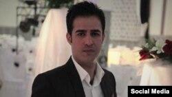 دادگاه ارومیه پیمان میرزازاده را به دو سال زندان و ۱۰۰ ضربه شلاق محکوم کرده است