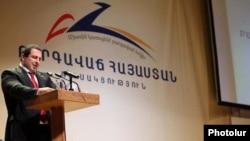 Հայաստան -- ԲՀԿ ղեկավար Գագիկ Ծառուկյանը ելույթ է ունենում կուսակցության համագումարում, արխիվ