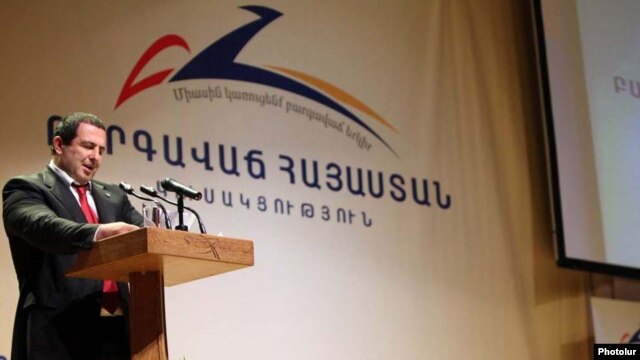 Armenia - Gagik Tsarukian addresses a conference of his Prosperous Armenia Party in Yerevan.