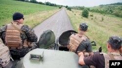 Українські солдати патрулюють кордон з Росією в Харківській області, 16 червня 2014 року